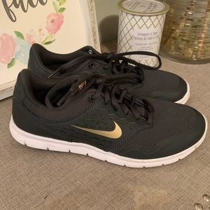 Brand new woman's  Nike running shoes